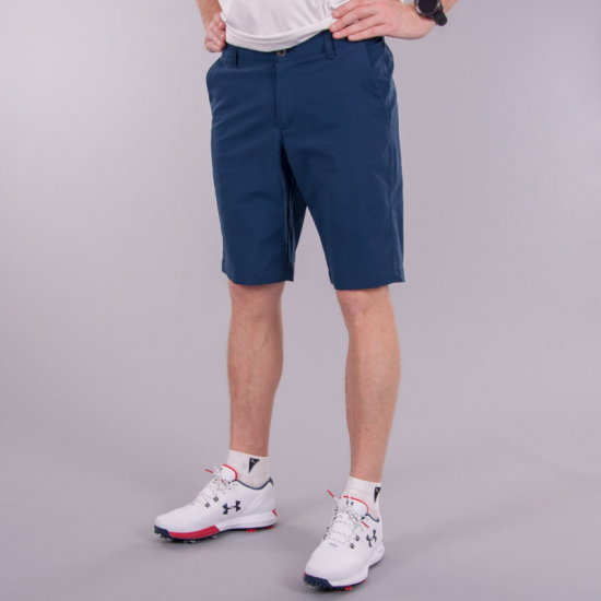 UNDER ARMOUR PERFORMANCE TAPER - SHORTS  i gruppen Golfhandelen / Klær og sko / Golfklær herre / Shorts hos Golfhandelen Ltd (UA SHORTS NAVY)
